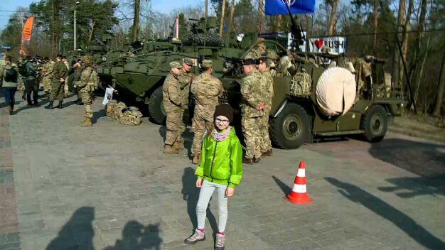 """Piknik z żołnierzami NATO. """"Córka interesuje się takimi tematami"""""""