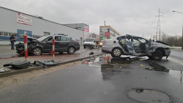 Zderzenie na Gierdziejewskiego. Jedna osoba trafiła do szpitala