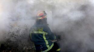 """""""Płomienie wzbijały się na 20 metrów"""". Pożar w pobliżu Aten"""