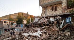 Trzęsienie ziemi w Iranie (PAP/EPA/MOHAMMAD ZEINALI)