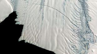 Odpadła wielka bryła lodu. Poziom morza rośnie