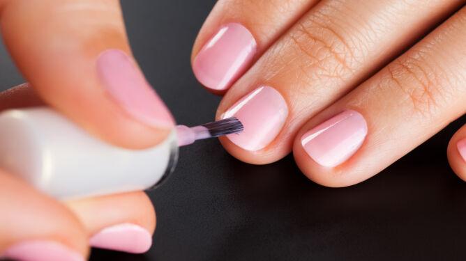 Często malujesz paznokcie? Możesz przez to tyć