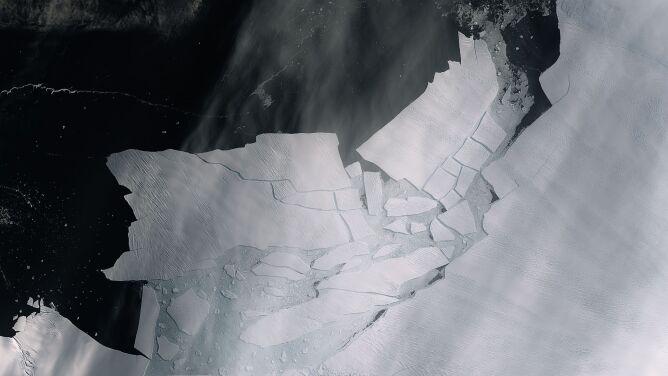 Ocielił się lodowiec. Oderwała się od niego góra lodowa wielkości Malty