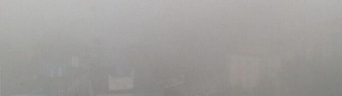 Lokalnie widać tylko na 100 metrów, ale mgły powoli ustępują