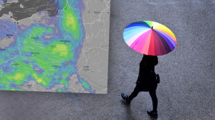 Po słonecznym weekendzie pogodowy zwrot akcji. Deszcz i burze w całym kraju